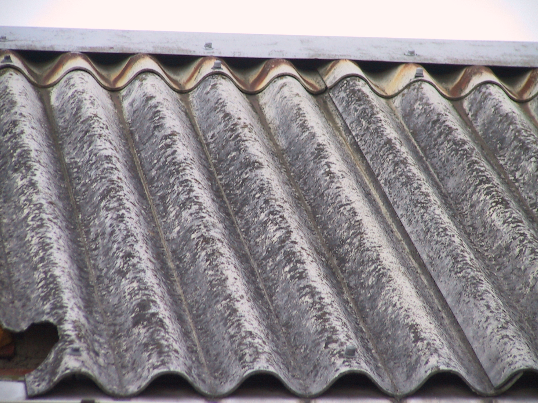stara-azbestova-strecha.jpg